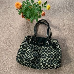 Gorgeous coach purse authentic 🌹